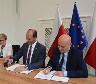 Podpisanie umowy na dofinansowanie ulicy Łąkowej w Czempiniu
