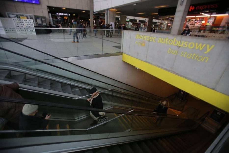 Zepsute ruchome schody na dworcu w Katowicach