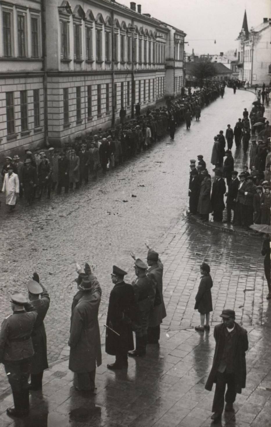 Defilada ochotników do SS Galizien, Sanok, ul
