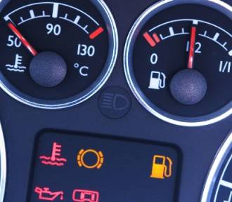 Czy wiesz, co oznaczają kontrolki w samochodzie? [QUIZ]