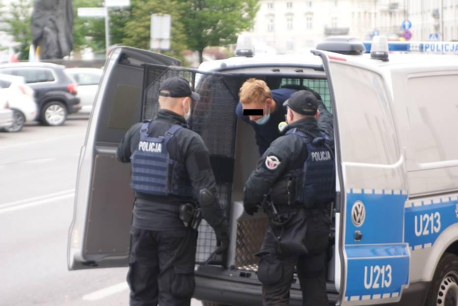 Usiłowanie zabójstwa w Kaliszu. Sprawca usłyszał zarzut i trafił do aresztu.