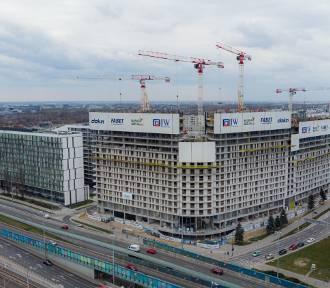 W Warszawie budują największy blok w Polsce. Już robi wrażenie