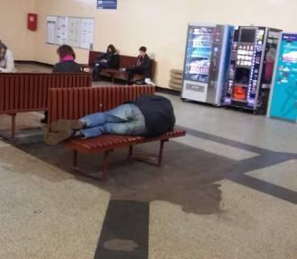 Bezdomni opanowali dworzec Toruń Wschodni