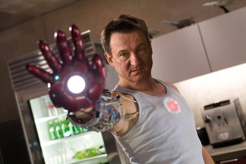 """Iron Man - Robert WięckiewiczTony Stark, przemysłowiec i inżynier, buduje bojowy egzoszkielet i staje się korzystającym z tego pancerza superbohaterem zwanym """"Iron Manem"""""""