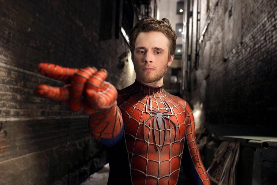 Spider-Man - Maciej MusiałInaczej człowiek pająk to w rzeczywistości Peter Benjamin Parker, postać, która mimo posiadania fantastycznych mocy musi się zmagać z codziennością
