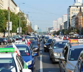 Stare samochody nie wjadą do centrum Warszawy? Radny zgłosił pomysł w tej sprawie