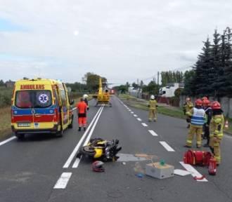 Wypadek w Opatówku z udziałem motocyklisty. Dwie osoby w szpitalu. ZDJĘCIA