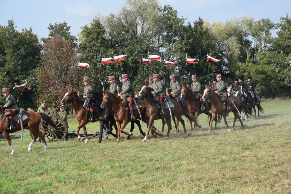 Giecz: gminne obchody 100. rocznicy odzyskania przez Polskę Niepodległości. Widowisko historyczne i piknik [FOTO, FILM]