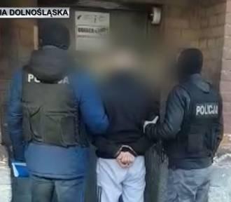 Wrocław. Pseudokibic był poszukiwany listem gończym. Wpadł w ręce policjantów (ZOBACZ ZDJĘCIA)