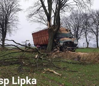 Wypadek ciężarówki z osobówką