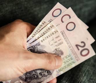 Ile wynoszą zarobki Polaków? Zobacz, jak rosły pensje