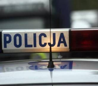 """21-latka jechała autem na """"podwójnym gazie"""", uszkodziła dwa pojazdy"""