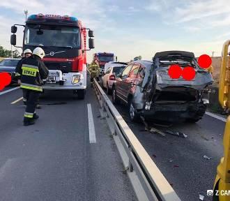Zderzenie pięciu samochodów na DK1 w Kruszynie [ZDJĘCIA]. Winny kierowca ciężarówki