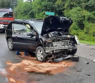 Wypadek w Radgoszczy. Jedna osoba ranna po zderzeniu chevroleta z toyotą