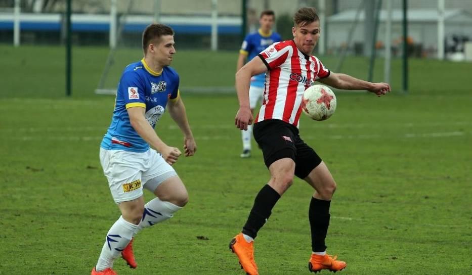 Sebastian Strózik (w biało-czerwonych pasach) w meczu z Motorem nie strzelił gola
