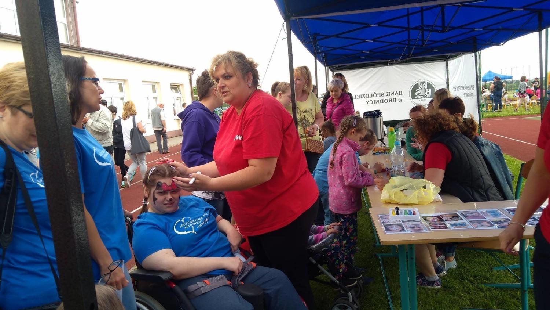 XIII powiatowy festyn ruchowo-rekreacyjny dla dzieci i  młodzieży niepełnosprawnej zorganizowało Stowarzyszenie Inicjatywa Stolno i gminę Stolno