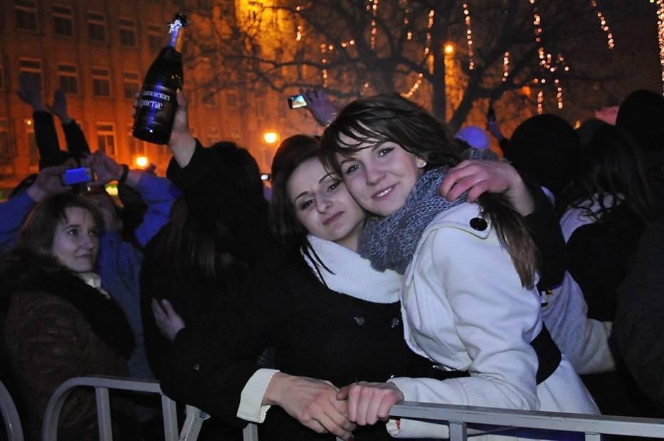 30 tysięcy poznaniaków przywitało wspólnie Nowy Rok na placu Wolności