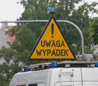 Wypadek w Dusznikach-Zdroju. Zderzyły się dwa tiry. Siano na drodze