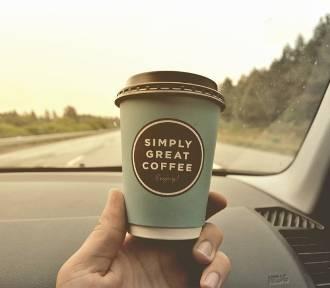 Na autostradzie rozdają darmową kawę. Jak ją dostać?