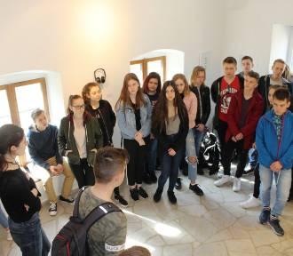 Zwiedzane wystawy i zajęcia plastyczne gimnazjalistów z Emilią Sobczak