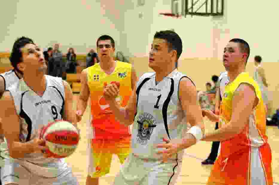W derbach Sopotu lepszy okazał się ubiegłoroczny mistrz pomorskiej basket ligi - Poppers z Tomaszem Włodarczykiem na czele