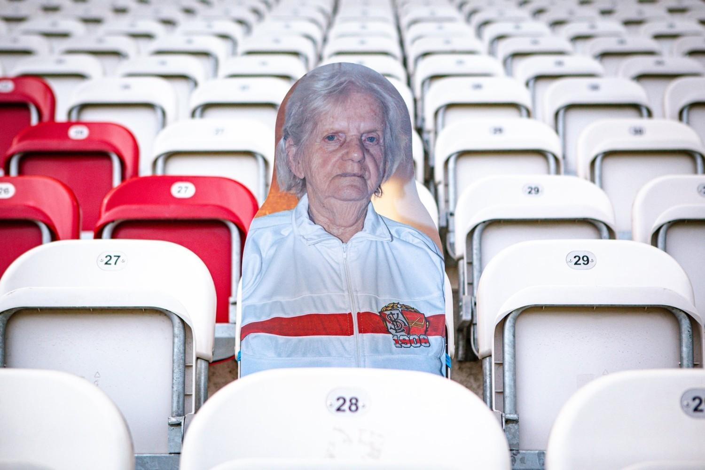 Pani Stanisława ma 94 lata i rozkochana jest w ŁKS Łódź