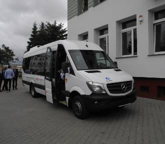 Uczniowie z Parchowa będą jeździć mercedesem [zdjęcia, wideo]