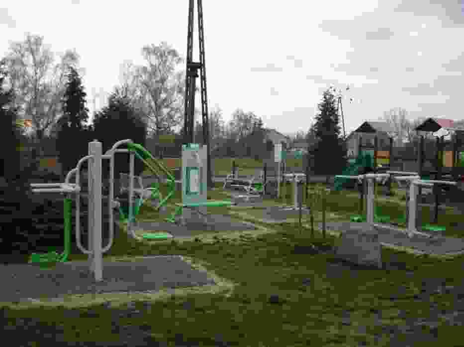 W ostatnich dniach na terenie gminy Gizałki oddano do użytku 5 nowych siłowni zewnętrznych i 2 place zabaw