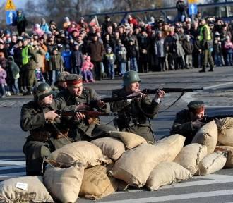 11 listopada Święto Niepodległości. W 2011 na Wałach odbyła się inscenizacja [ZDJĘCIA]