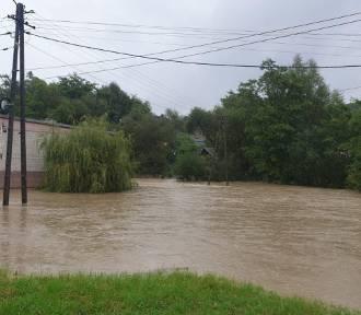 Woda zalewa kolejne miejsca w Małopolsce. Podtopienia pod Tarnowem