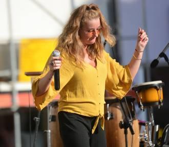Sara Szymczak zaśpiewała na Rynku w Grudziądzu [wideo, zdjęcia]