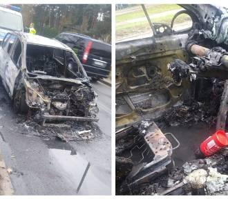 Pożar samochodu na alei Jana Pawła II we Włocławku [zdjęcia]