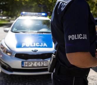 Policjanci zmienili koło w samochodzie zakonnicy (FILM)