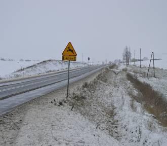 Atak zimy sprawił wiele kłopotów drogowcom i przysporzył pracy strażakom