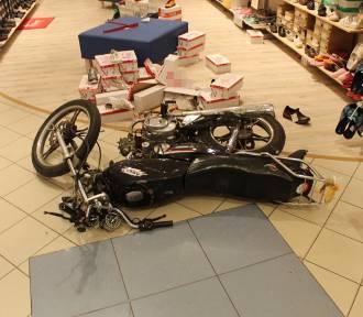Kierowca motoroweru, który wjechał do sklepu w Grudziądzu, został zatrzymany