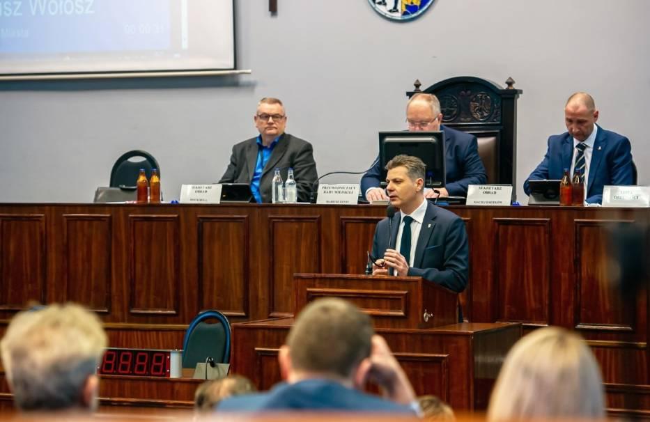 Podczas nadzwyczajnej sesji Rady Miejskiej podjęto decyzję o wykupieniu mieszkań po upadłej spółce Arrada