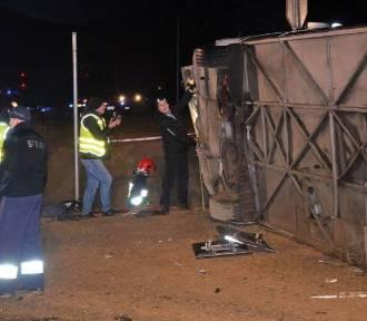 Tragiczny wypadek autokaru. Ranni wracają do domów, kierowca z zarzutem [ZDJĘCIA]
