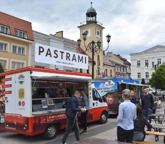 Rewia Smaków w Rybniku ruszyła na rynku! Zjechały food trucki! Wieczorem kino! ZOBACZ CO MOŻNA