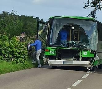 Darzlubie: wypadek autobusu. Pojazdem zarzuciło, a kierowca go nie opanował | ZDJĘCIA