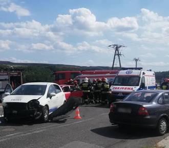 Wypadek w Połomi: Nie ustąpił pierwszeństwa, dwie osoby w szpitalu