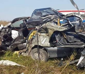 Śmiertelny wypadek na DK5 pod Świeciem. BMW zderzyło się z ciężarówką
