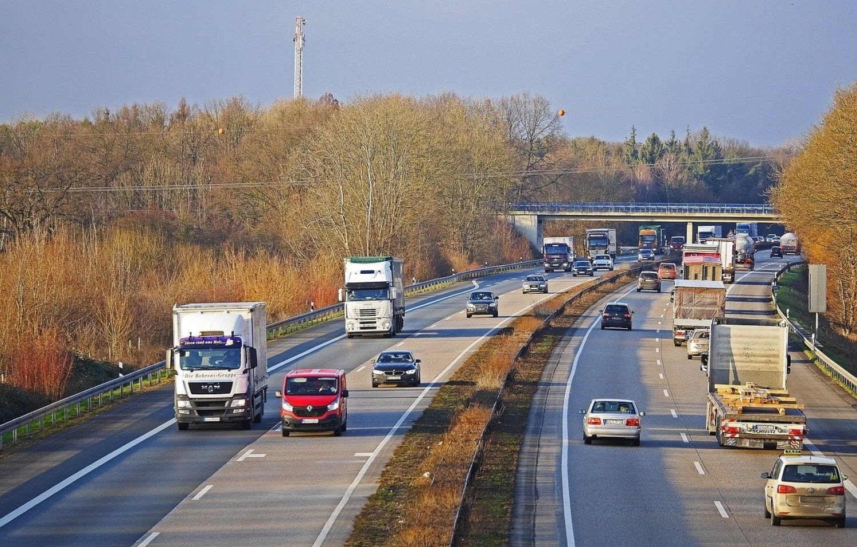 Transport, gospodarka magazynowa i łączność - 46%