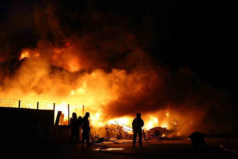 Pożar na składowisku elektrośmieci w Piotrkowie