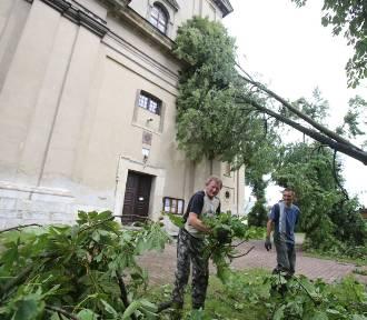 Nawałnica w Koniecpolu: 150 budynków uszkodzonych. Zwołano sztab kryzysowy