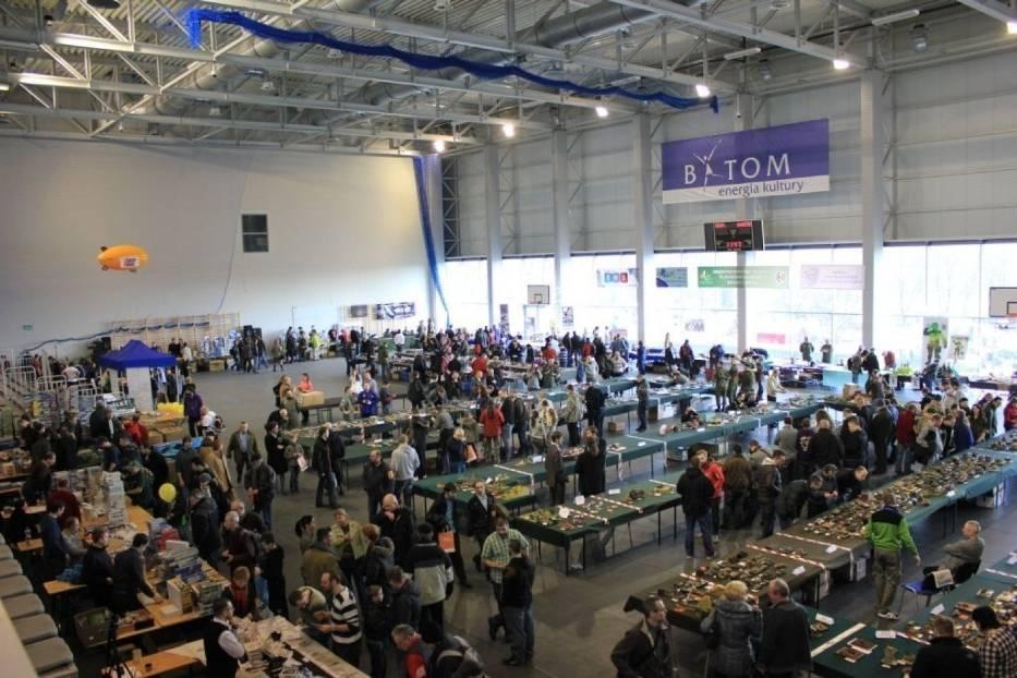 Bytomska hala Na Skarpie, która przyjęła około trzystu wystawców z kraju i zagranicy, wystawiających blisko tysiąc modeli