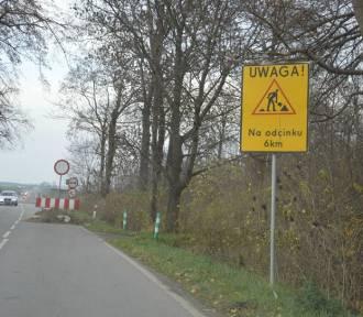 Układanie nawierzchni asfaltowej na drodze wojewódzkiej 515 - ruch na szosie został zamknięty