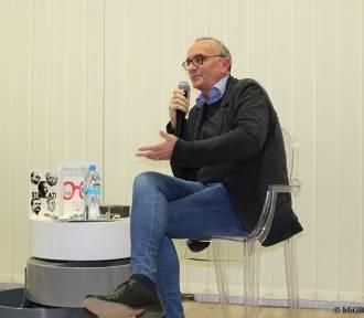 Spotkanie z Michałem Ogórkiem w wieluńskiej książnicy [FOTO]