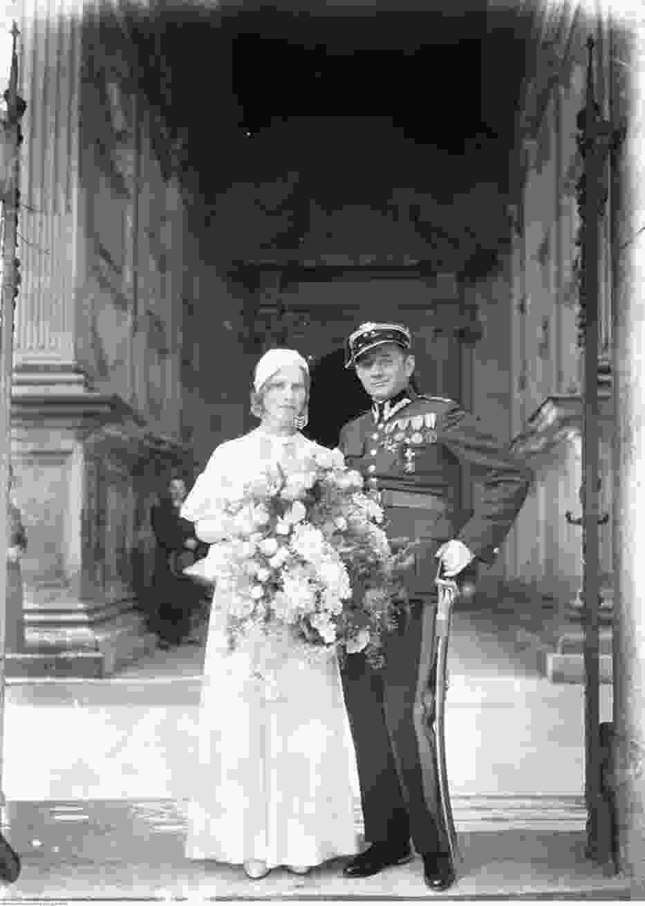 Moda ślubna przez dekady. Tak kiedyś wyglądały pary młode [GALERIA]