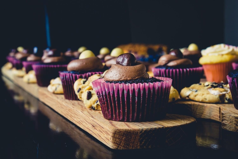 Jesteś aktualnie na diecie i starasz się o to, by każdy posiłek był niskokaloryczny? Dbasz o zdrowy tryb życia więc wybierasz naturalne produkty, unikasz sztucznych i przetworzonych produktów? A może po prostu chcesz przetestować nowy przepis w kuchni? Dziś odkrywamy nieznane karty książek kucharskich