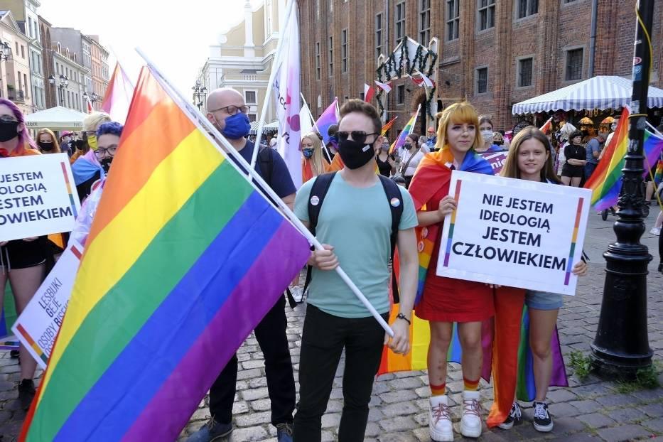 Pod pomnikiem Kopernika już po raz drugi w tym tygodniu odbył się wiec solidarności z zatrzymanymi w Warszawie aktywistami LGBT